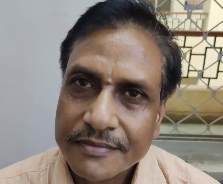 आरोपी ब्रह्म प्रकाश आर्य ने  परिवादी से कॉन्ट्रैक्ट पर लगी गाड़ी के बिलों के भुगतान के एवज में रिश्वत की मांग की थी। - Dainik Bhaskar