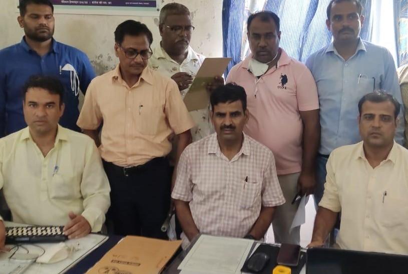ACB डीएसपी हर्षराज सिंह खरेड़ा,CI अजित बगडोलिया की टीम ने रिश्वत लेने के आरोपी को दबोचा।