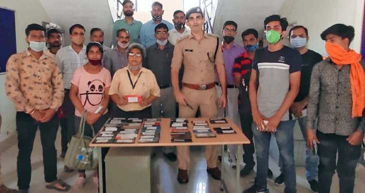 क्राइमब्रांच ने आने वाली एक-एक शिकायत पर काम करके पब्लिक के मोबाइल किए बरामद, पहली बार इतनी बड़ी मात्रा में बरामद किए गए मोबाइल|कानपुर,Kanpur - Dainik Bhaskar