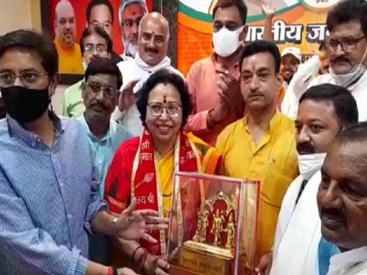 BJP के नवनिर्वाचित जिपं अध्यक्ष और सदस्यों को किया गया सम्मानित, प्रदेश उपाध्यक्ष बोलीं - सपा के गढ़ पर कब्जा हो गया|झांसी,Jhansi - Dainik Bhaskar
