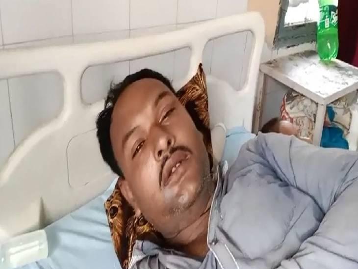 दबंगो ने चारपाई पर लेटे लड़के के चेहरे पर टॉर्च की तेज रोशनी मारी, विरोध करने पर मार दी गोली; मौके पर मौत- बचाव में आए परिजन को भी गोली मारकर किया घायल|बरेली,Bareilly - Dainik Bhaskar