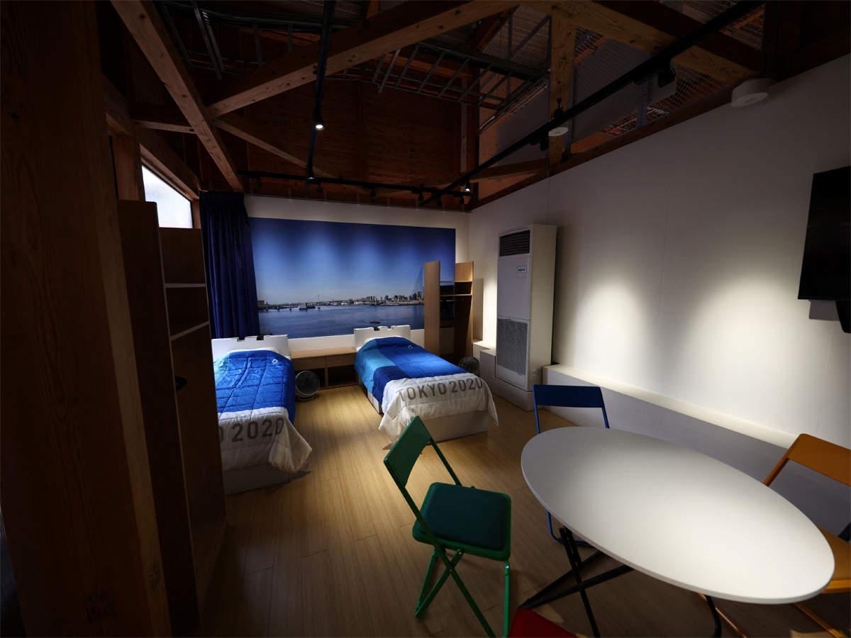एथलीट्स टीम मेंबर के साथ रूम में बैठकर भी स्ट्रैटजी बना सकते हैं। इसके लिए एक राउंड टेबल और कुछ कुर्सियां भी लगाई गई हैं।