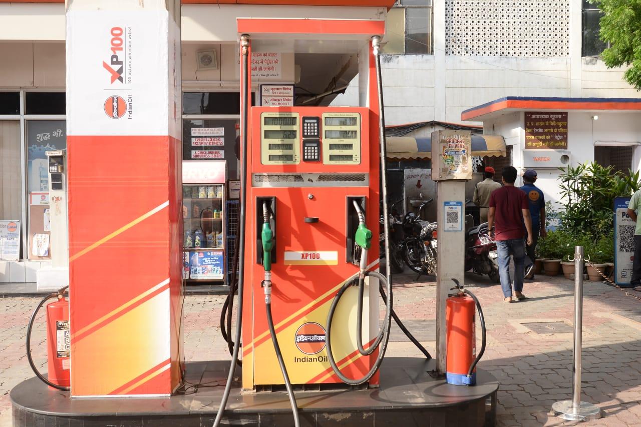 कीमत जानकर चौंक रहे हैं लोग, गाड़ियों के लिए बेहद खास पेट्रोल बताकर बेच रही कंपनी, इंजन लाइफ बढ़ने का दावा कानपुर,Kanpur - Dainik Bhaskar