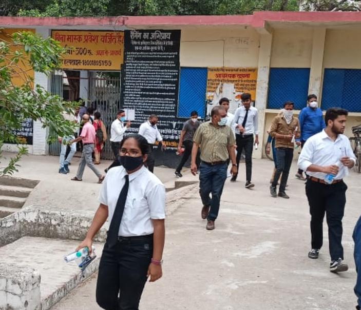 फर्स्ट सेमेस्टर के थर्ड पेपर में 50 प्रश्न हुए थे रिपीट, अब एग्जाम को लेकर CSJM यूनिवर्सिटी लेगी फैसला कानपुर,Kanpur - Dainik Bhaskar