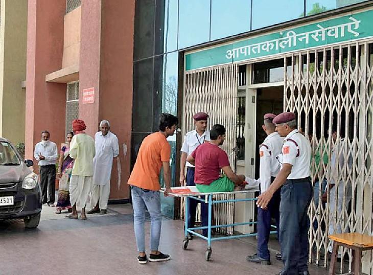 सरकारी अस्पतालों में न आईडी दिखानी होगी और न ही किसी से कोई पैसा लिया जाएगा; प्राइवेट हॉस्पिटल फिलहाल इस नियम के दायरे से बाहर|राजस्थान,Rajasthan - Dainik Bhaskar