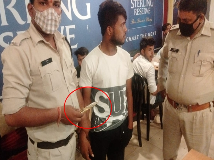 इंदौर में 15 दिन पहले घर से भाग कर बहन ने की थी शादी, झूठी शान के चक्कर में चाकू लेकर जीजा के आने का कर रहा था इंतजार; पुलिस ने पकड़ा|इंदौर,Indore - Dainik Bhaskar