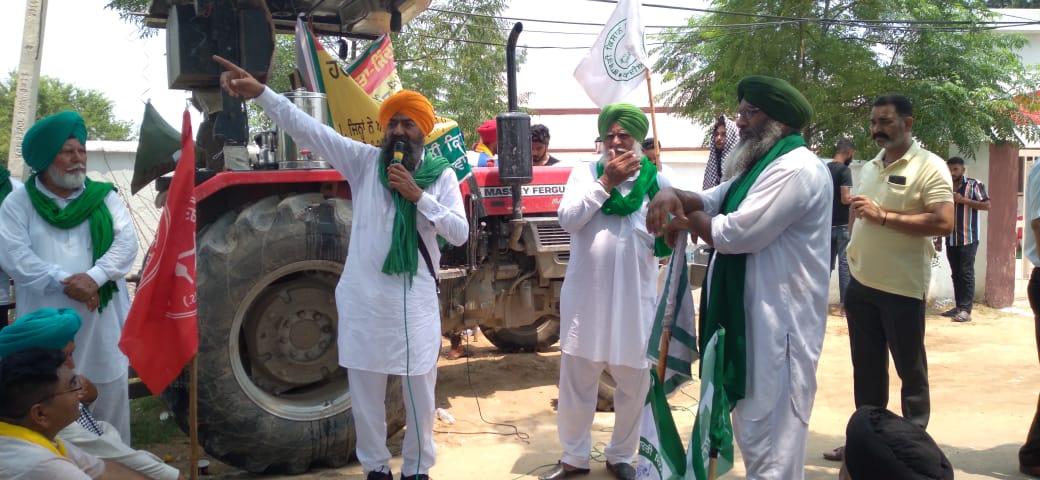किसानों को संबोधित करते BKU राजेवाल के प्रवक्ता कश्मीर सिंह जंडियाला