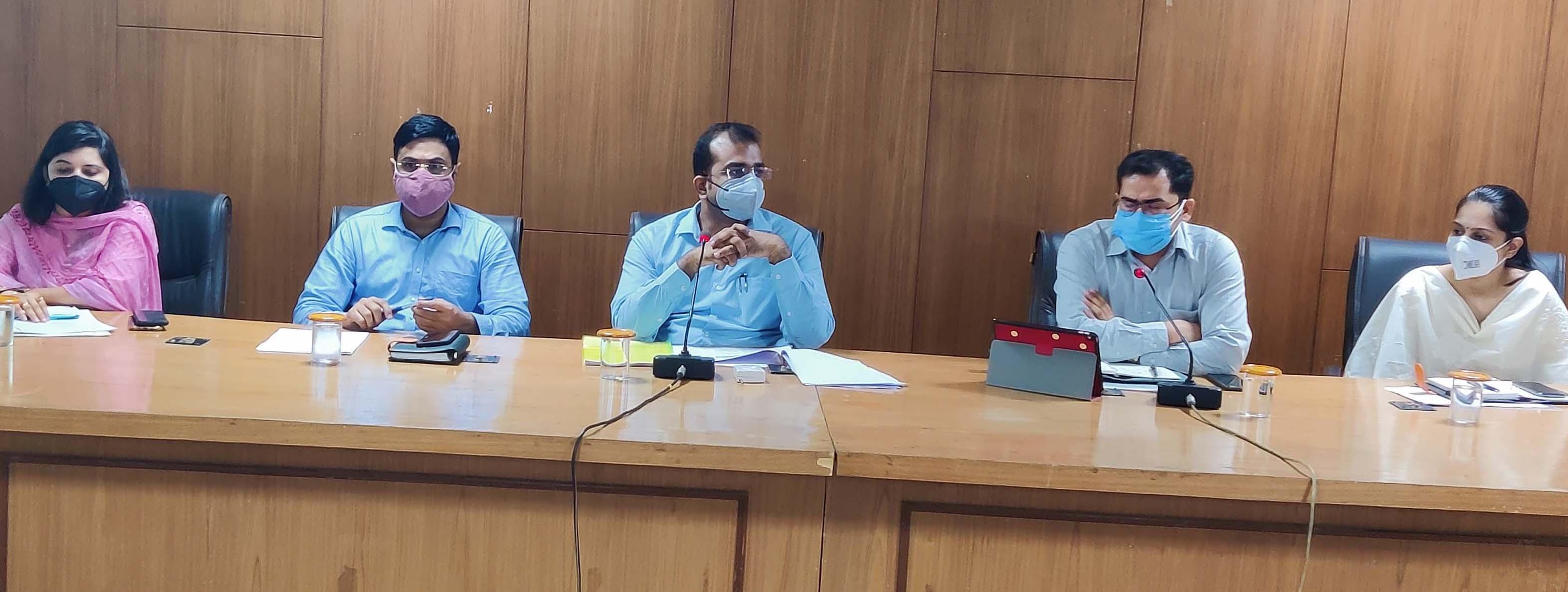 राइट टू सर्विस एक्ट को लेकर आयोजित बैठक। - Dainik Bhaskar