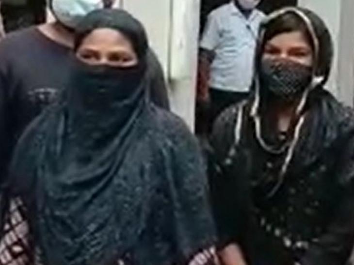 पुलिस गिरफ्त में दोनों महिला। जिन्होंने लोगों को हनीट्रैप के जाल में फंसाया। - Dainik Bhaskar