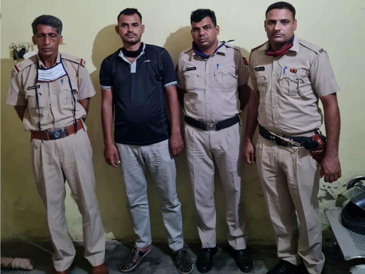 रेवाड़ी में पुलिस की गिरफ्त में मर्डर के मामले में पैरोल जम्प करके लूट की वारदात अंजाम देने का आरोपी। - Dainik Bhaskar