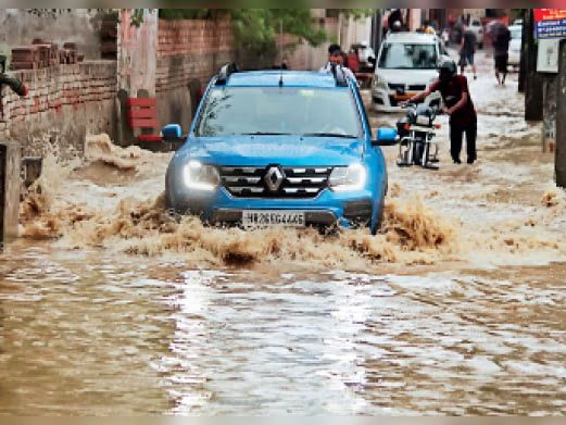 लंबे इंतजार के बाद हुई बारिश ने दिलाई गर्मी से राहत, 51 एमएम बारिश से जगह-जगह दिखा जलभराव|गुड़गांव,Gurgaon - Dainik Bhaskar