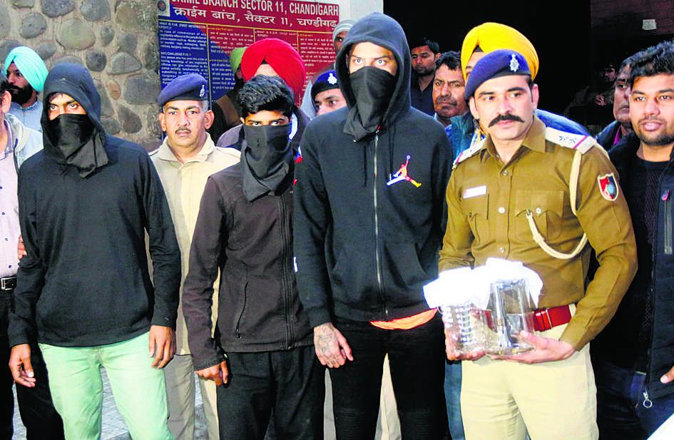 जेल में गैंगस्टर अंकित नरवाल ने रेमडेसिविर कालाबाजारी के आरोपी से मांगे 40 लाख; कैदी ने दो लाख खाते में डलवाए|चंडीगढ़,Chandigarh - Dainik Bhaskar
