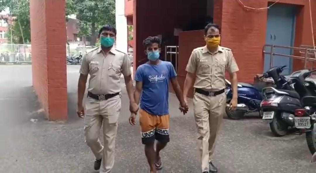 युवक के साथ 15 दिन पहले हुई थी छीना-झपटी, आईईएमआई से ट्रेस करके आरोपी तक पहुंची पुलिस|चंडीगढ़,Chandigarh - Dainik Bhaskar