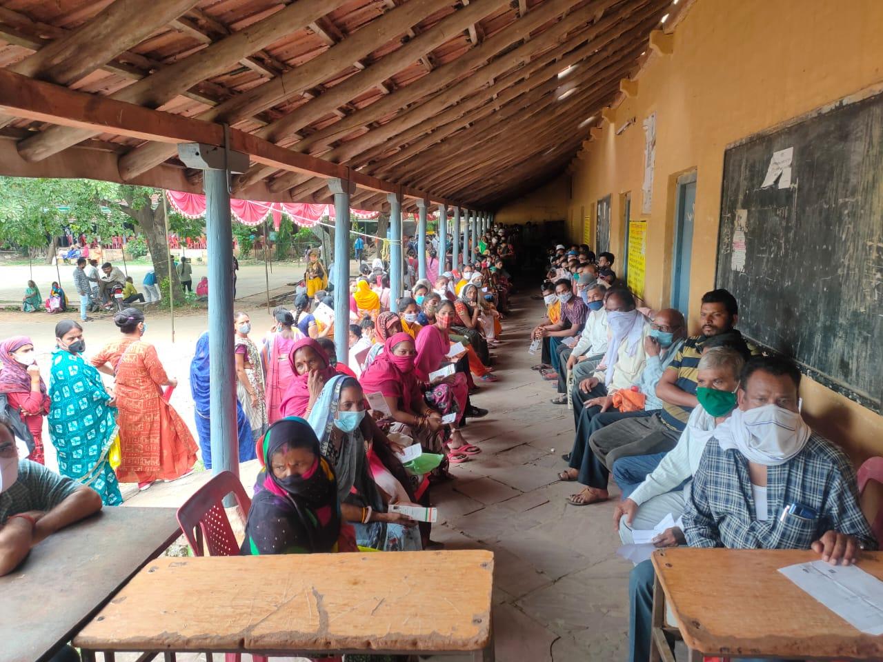 होशंगाबाद जिले में 42 केंद्रों पर कोवीशील्ड के पहला-दूसरा डोज, 10़100 वैक्सीन का लक्ष्य|होशंगाबाद,Hoshangabad - Dainik Bhaskar