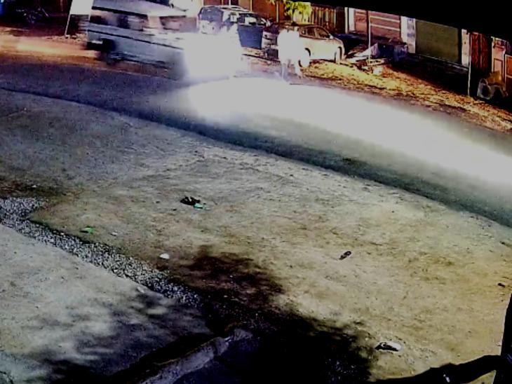 टहलने निकली महिला को गाड़ी ने मारी टक्कर, 20 फीट दूर जाकर गिरी, एक टांग टूटी, दूसरी में आई गहरी चोट|उदयपुर,Udaipur - Dainik Bhaskar