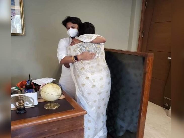 महाराज मेरे भगवान, पिता समान हैं, उन्होंने मुझे गले लगाया; कांग्रेस को जो समझना हो समझे|ग्वालियर,Gwalior - Dainik Bhaskar