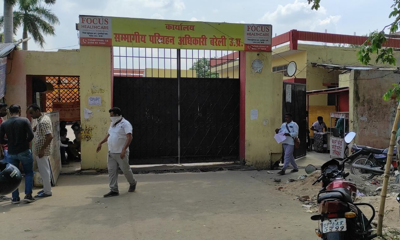 संभागीय परिवहन अधिकारियों का आरोप केयर टेकर देता है दलालों को संरक्षण, अड्डे ध्वस्त होने के बाद उनके सामान को रखवाता है अपने पास|बरेली,Bareilly - Dainik Bhaskar