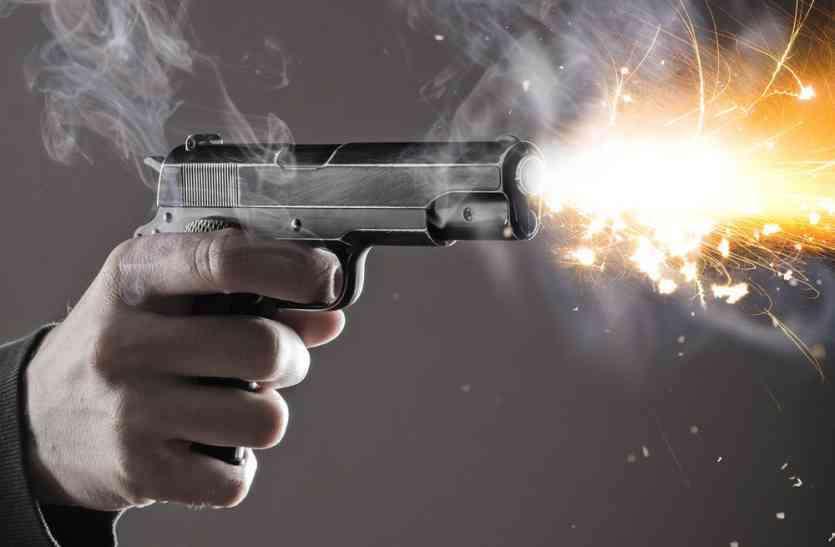आंवला में एटीएम लूटने गए तीन बदमाशों ने पुलिस पर किया तंमचे से फायर, एक एसआई छर्रे लगने पर घायल, तीनों बदमाश फरार|बरेली,Bareilly - Dainik Bhaskar