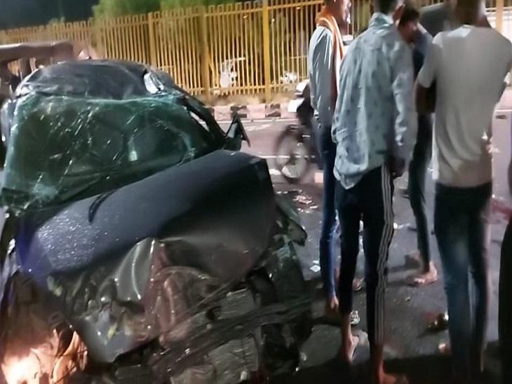 नेशनल हाईवे पर दुर्घटनाग्रस्त कार
