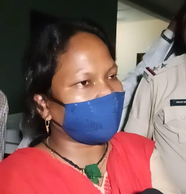 माफिया और पुलिस की आंखों की किरकिरी बनीं वन विभाग की SDO श्रद्धा का 3 महीने में ट्रांसफर, अवैध रेत से बन रहे थाने पर की थी कार्रवाई|मुरैना,Morena - Dainik Bhaskar