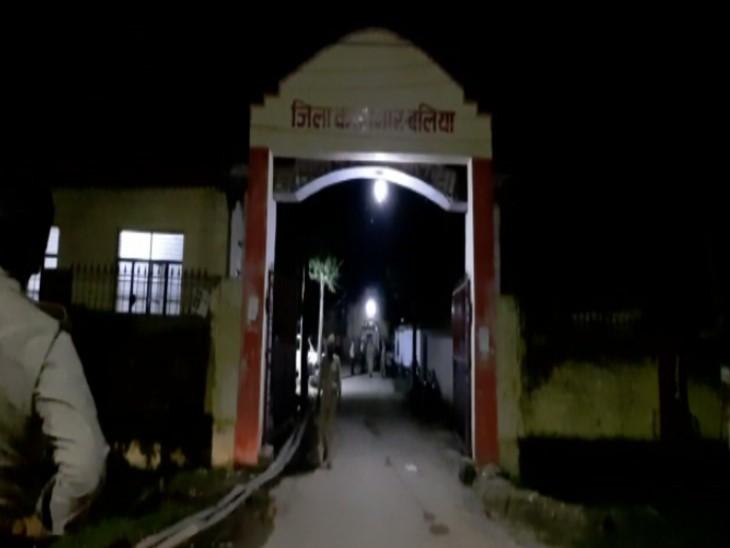 बलिया जिला जेल में कैदियों ने किया जमकर बवाल। - Dainik Bhaskar