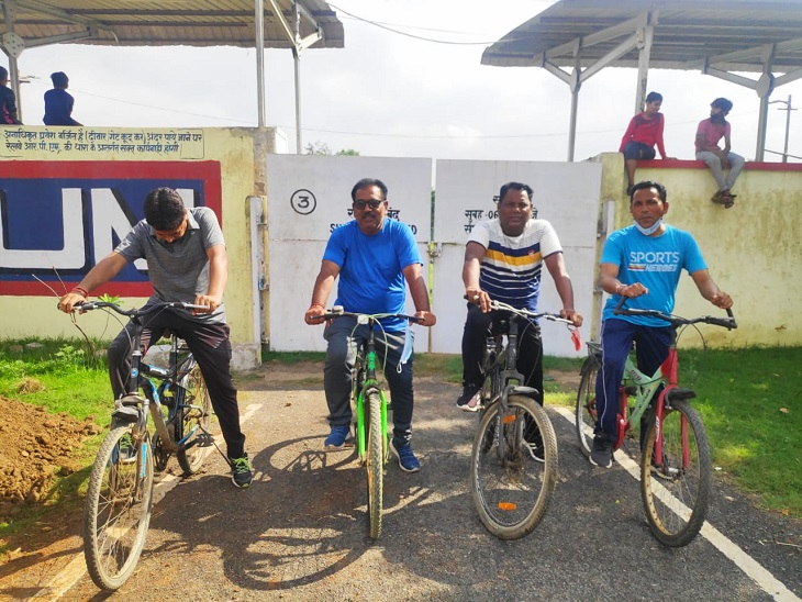 बड़े नेताओं के लिए मॉर्निंग वॉकर्स से उधार ली 250 साइकिल; अब से कुछ देर बाद रैली, PCC चीफ को 'गड्ढों' से बचाने की भी कवायद|छत्तीसगढ़,Chhattisgarh - Dainik Bhaskar