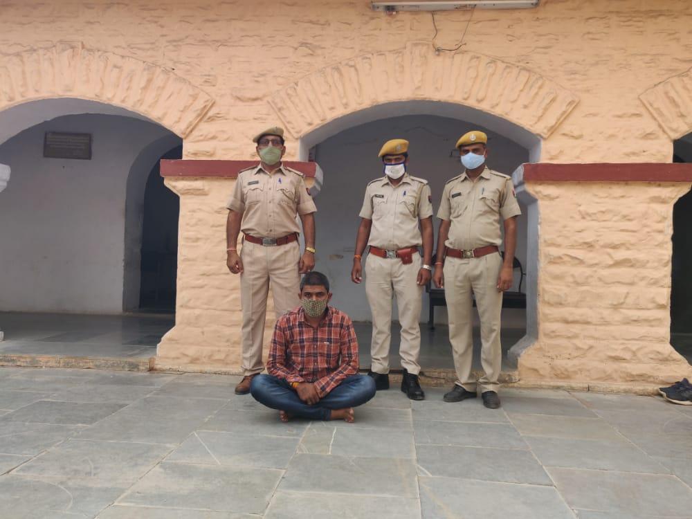 हथियार के साथ एक आरोपी गिरफ्तार। - Dainik Bhaskar