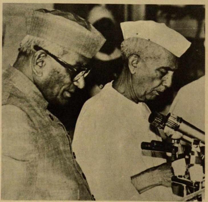 जनता पार्टी में टूट के बाद 28 जुलाई 1979 को चौधरी चरण सिंह कांग्रेस के समर्थन से प्रधानमंत्री बने।