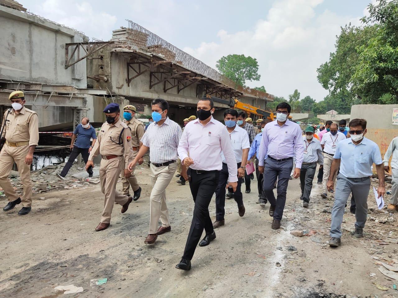 झाड़ी बाबा पुल नवंबर तक पूरा करने की डेडलाइन तय, 2014 में बनना शुरू हुआ पुल, अब तक नहीं हो सका पूरा|कानपुर,Kanpur - Dainik Bhaskar