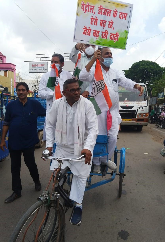 बिलासपुर विधायक शैलेष पांडे भी साइकिल रैली में शामिल हुए।