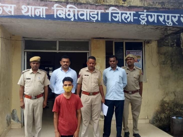 पुलिस गिरिफ्त में आरोपी। - Dainik Bhaskar