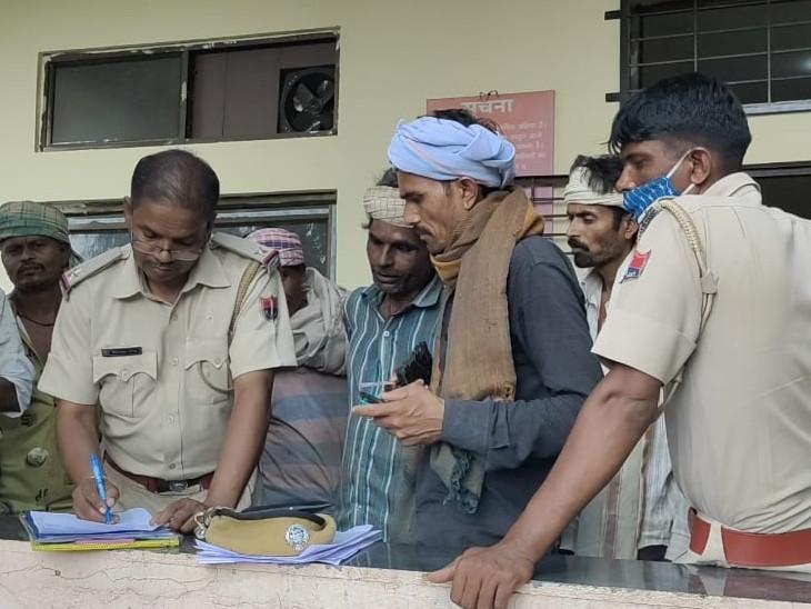 महिला दुकान पर सामान लेने गई, पति ने उसकी साड़ी से फंदा बनाकर लगाई फांसी, 3 बच्चों से उठा पिता का साया; परिजनों ने नहीं जताया मौत पर संदेह|डूंगरपुर,Dungarpur - Dainik Bhaskar