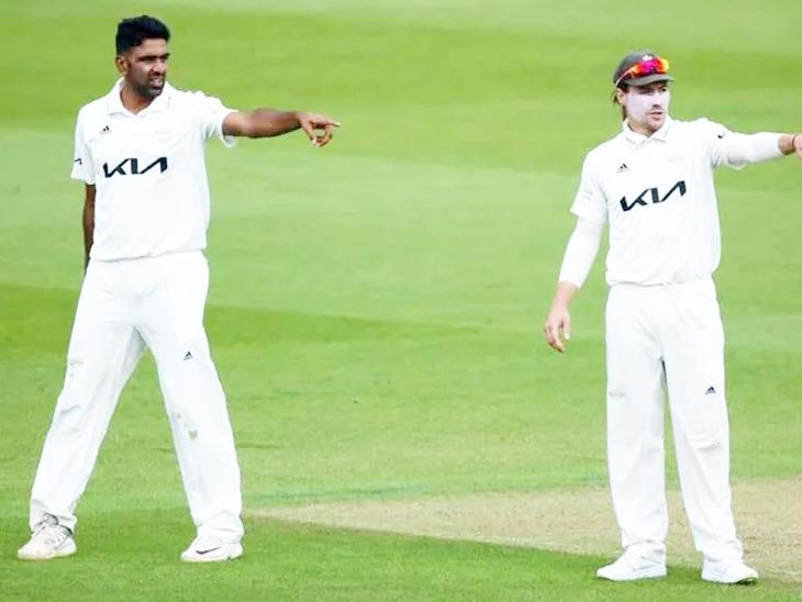 मैच के दौरान सरे के कप्तान रोरी बर्न्स अश्विन से बात करते हुए।
