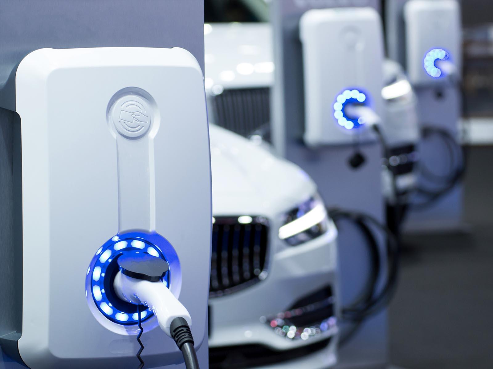 2025 तक राज्य में 10 प्रतिशत इलेक्ट्रिक व्हीकल का लक्ष्य, मुंबई में बनेंगे 1500 से ज्यादा चार्जिंग स्टेशन, गाड़ी खरीदने वालों को होगा यह फायदा|महाराष्ट्र,Maharashtra - Dainik Bhaskar