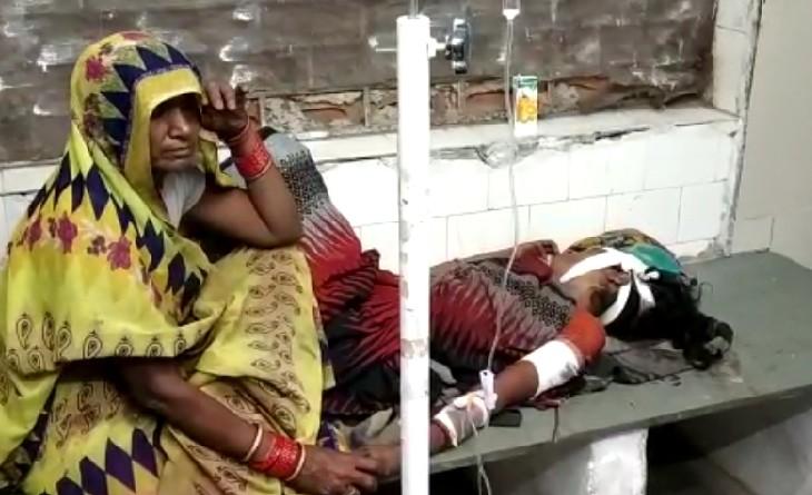 झगड़े के दौरान पत्नी पर किए धारदार हंसिये से किए 5 वार, बचाव में हाथ आगे किया तो दो उंगलियां कटीं|सागर,Sagar - Dainik Bhaskar