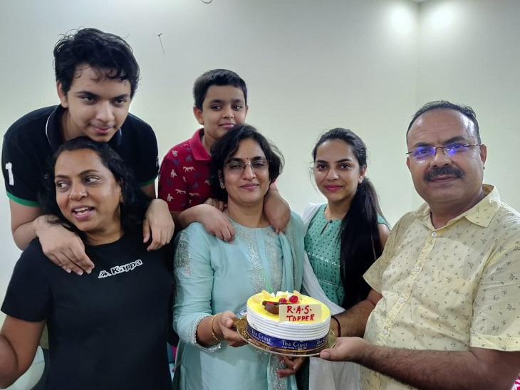प्री एग्जाम के 6 दिन बाद ही मां का निधन हुआ, एक रात के लिए ही गांव गई, जयपुर में वापस आकर मेंस की तैयारी में जुट गई|जयपुर,Jaipur - Dainik Bhaskar