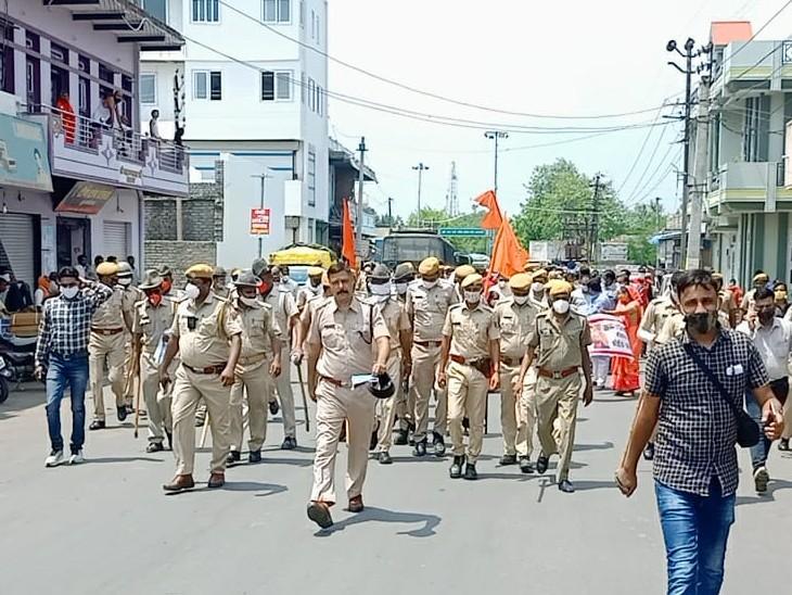 शहर में महंगाई के खिलाफ कांग्रेस ने ऊंट, बैलगाड़ी, तांगे व रिक्शे पर खाली सिलेंडर रख प्रदर्शन किया, BJP विधायक के नेतृत्व सर्वदलीय आक्रोश रैली निकाली|कोटा,Kota - Dainik Bhaskar