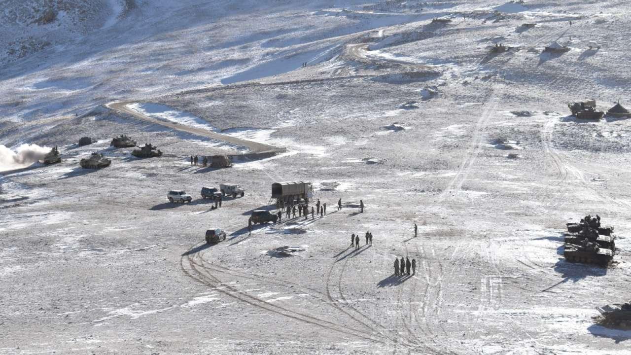 लद्दाख में भारत और चीन के बीच सीमा को लेकर शुरू हुए तनाव के बाद दोनों ही देशों ने LAC पर सैनिक और हथियार तैनात कर दिए थे।