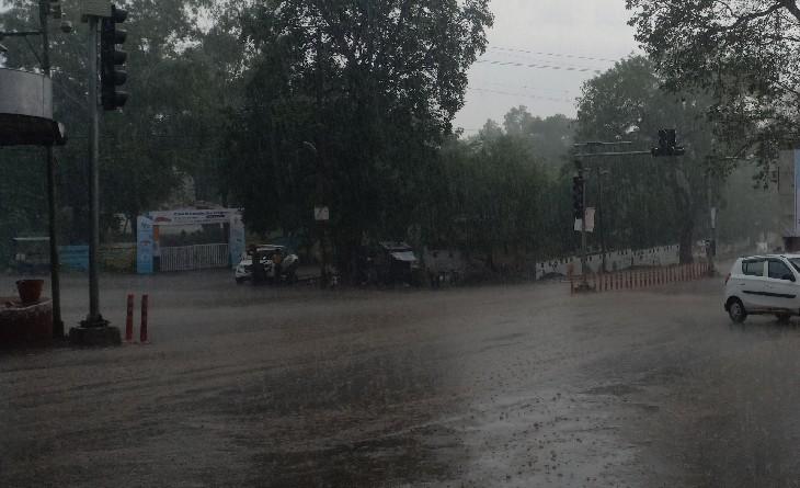 सुबह से उमसभरी गर्मी ने किया बेहाल; दोपहर में गरज-चमक के साथ हुई झमाझम बारिश, घुली ठंडक|सागर,Sagar - Dainik Bhaskar