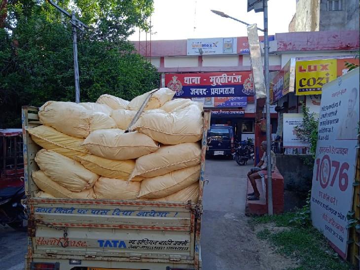 छापा मारकर जब्त किए 112 बोरी नकली भोला मुनक्का, मुख्य आरोपी फरार प्रयागराज (इलाहाबाद),Prayagraj (Allahabad) - Dainik Bhaskar