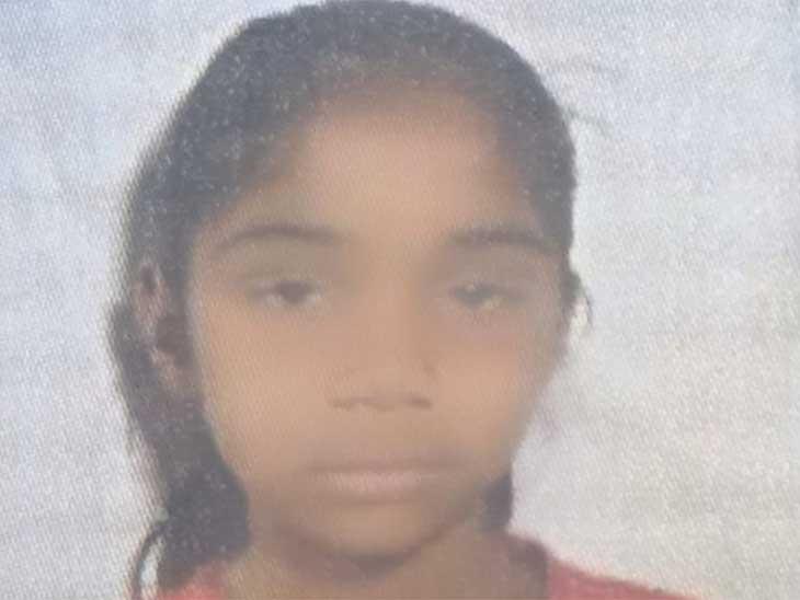 जोधपुर जिले के देवातड़ा गांव निवासी आठ वर्षीय नीतू की बिजली गिरने से मौत हो गई।