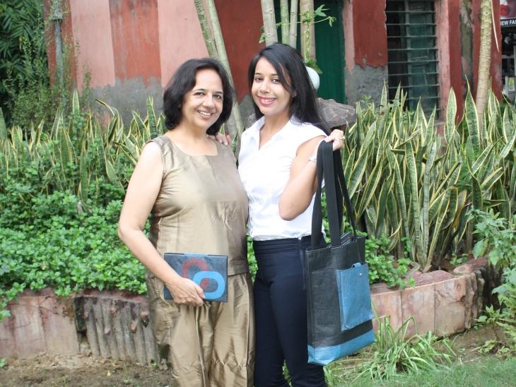 अपनी मां अनिता आहूजा के साथ कनिका। अनिता पहले से वेस्ट मैनेजमेंट को लेकर काम करती रही हैं।