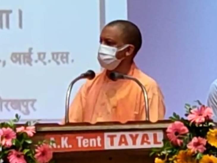 गोरखपुर में सीएम योगी आदित्यनाथ ने 133 परियोजनाओं की सौगात दी है। - Dainik Bhaskar