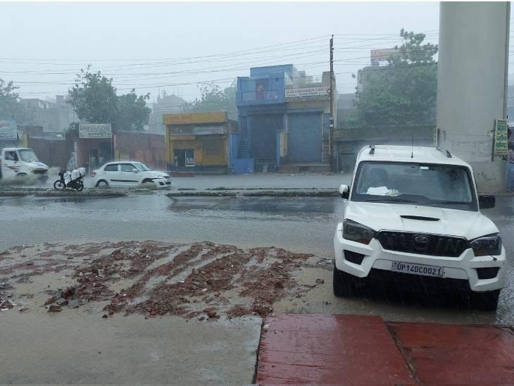 सहारनपुर लगातार दूसरे दिन बुधवार को बारिश हुई। इससे तापमान का पारा गिर गया है। लोगों को उमस से राहत मिली है। - Dainik Bhaskar