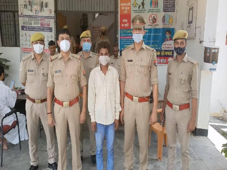 सोनभद्र में पुलिस ने मारपीट के आरोप मे फरार चल रहे 25 हजार के आरोपी को गिरफ्तार किया है। - Dainik Bhaskar