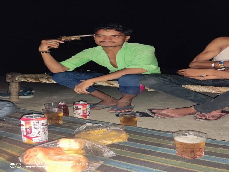 बिजनौर में अवैध असलहों के साथ तस्वीरें खिंचवाने वाले युवकों को पुलिस ने किया गिरफ्तार। - Dainik Bhaskar
