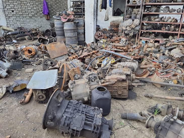 NH-7 पर अंधुआ गांव में बना रखा है कबाड़खान, लोडर मशीन, ट्रक और जनरेटर के इंजन सहित लाखों के खुले पार्ट्स जब्त|जबलपुर,Jabalpur - Dainik Bhaskar