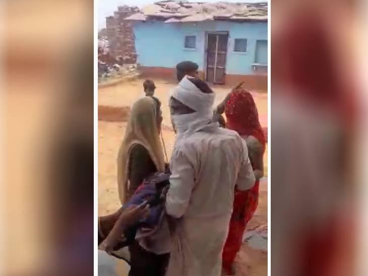 श्योपुर में अवैध शराब की सूचना पर गांव वालों से मारपीट और फायरिंग की, प्रेग्नेंट महिला और बुजुर्ग घायल; पुलिस आरोपियों को बचाने में जुटी|श्योपुर,Sheopur - Dainik Bhaskar