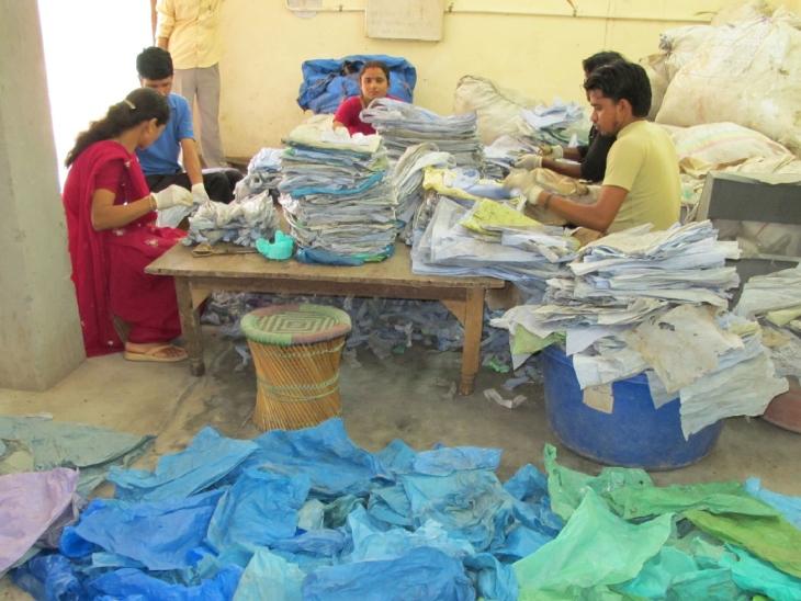 कनिका ने 200 से ज्यादा लोगों को रोजगार से जोड़ा है। इनमें ज्यादातर महिलाएं शामिल है।