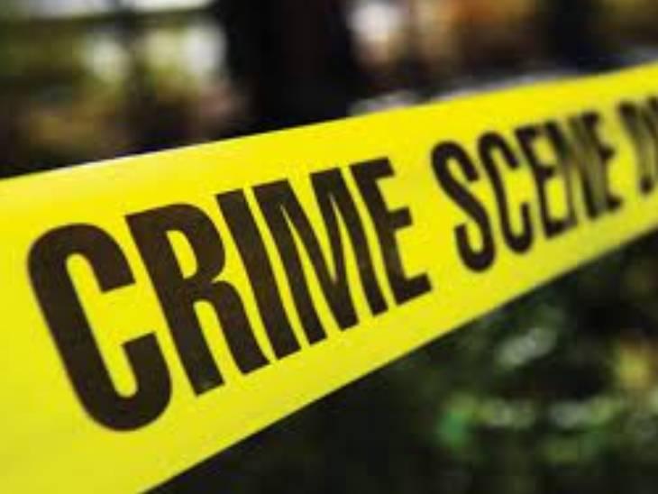 आरोपी की तलाश में पुलिस जुटी है। केस दर्ज कर लिया गया है।- प्रतीकात्मक फोटो - Dainik Bhaskar